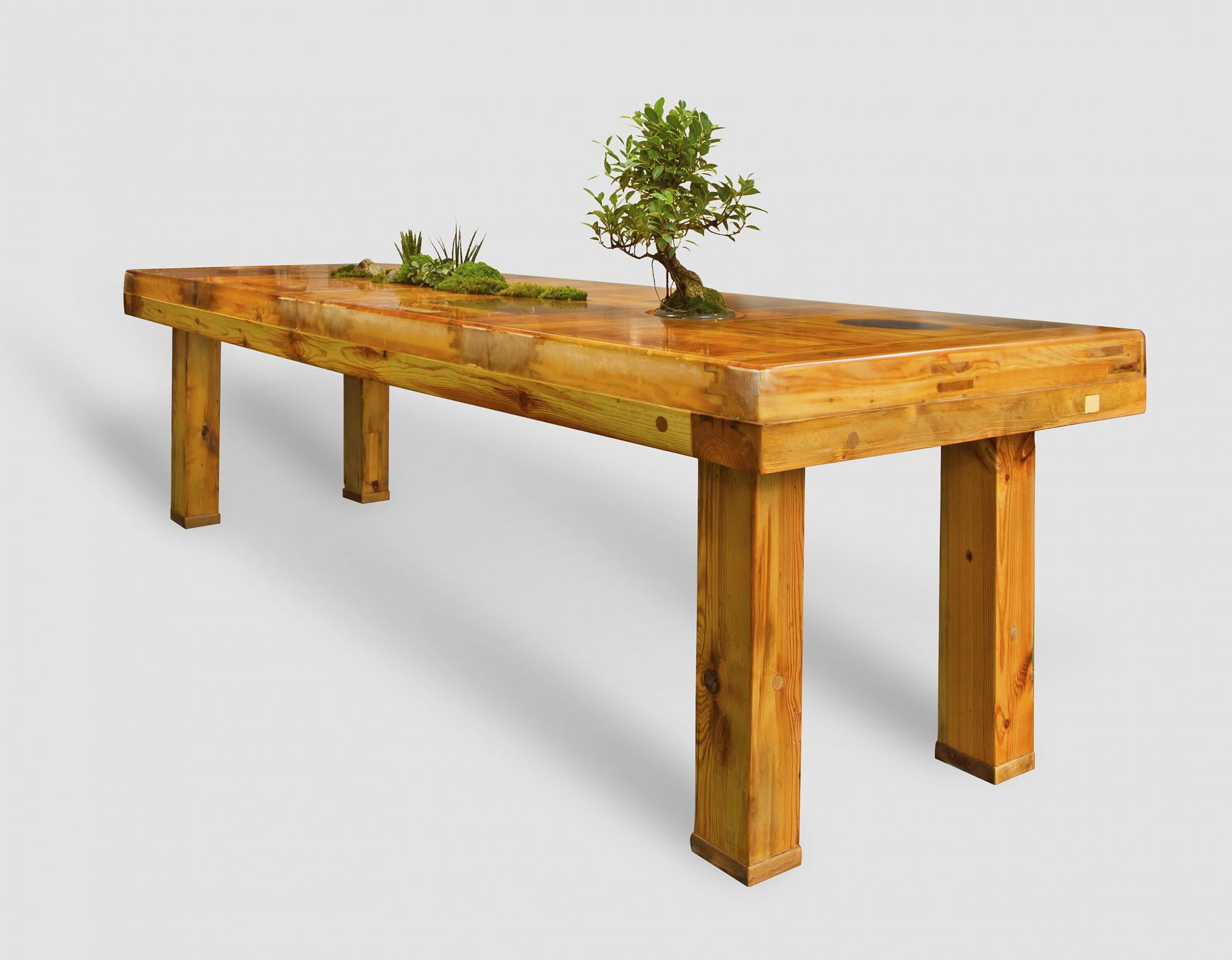 upcyklingowy stół ogród z kolekcji ecobauhaus